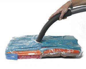 Aspiradora y bolsas para ropa